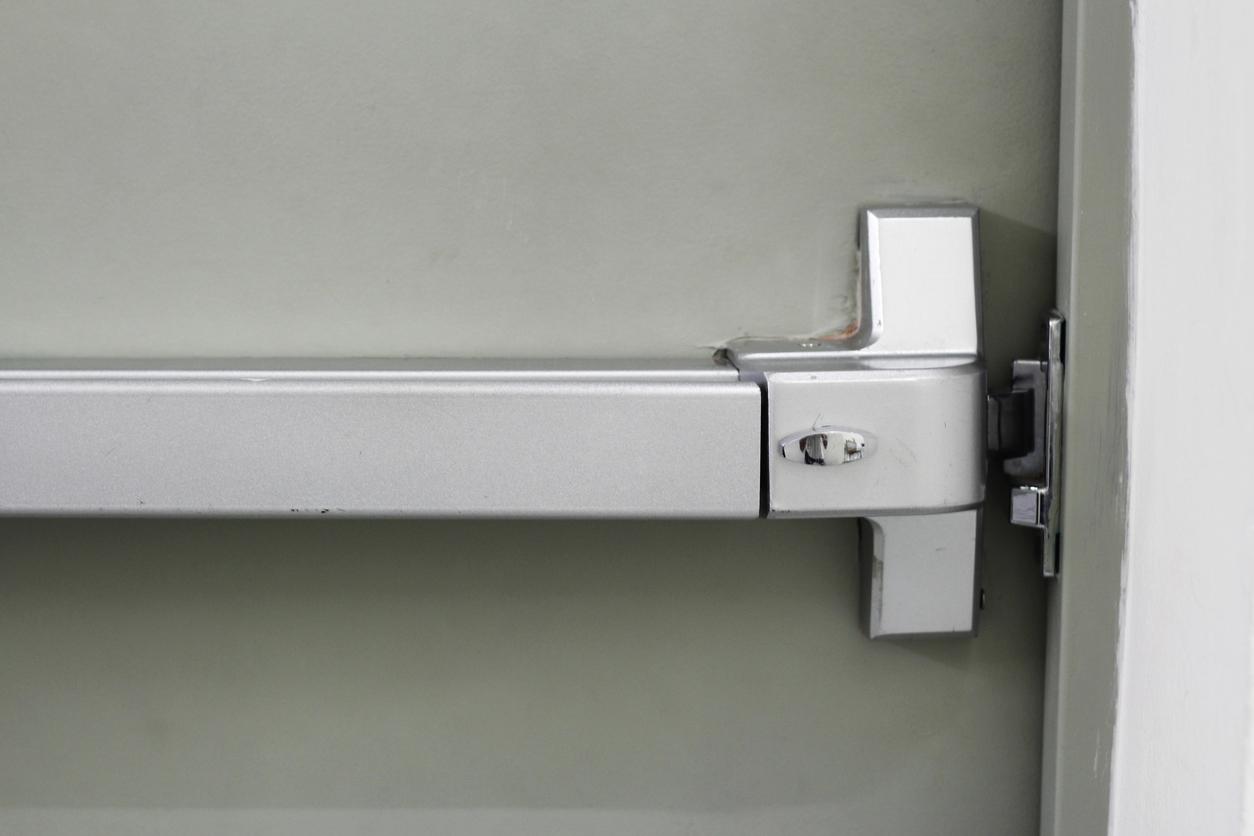 panic bar of door exit